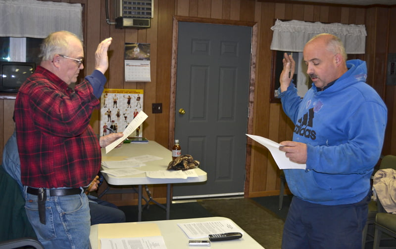 Mayor Donald Peck, left, administers the oath of office to newly appointed councilmember Mike Vance at the Durbin Town Council meeting December 10. S. Stewart photo