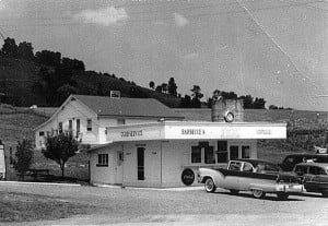 The Chic-Inn was a favorite hangout for young people in the 50s and 60s. Booths were filled with teenagers, or at least those who wanted to mingle. Curb service was also an option. Photo courtesy of Keith Moore.