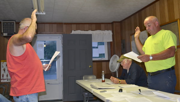 Durbin Town Council member Mike Vance, right, administers the oath of office to newly appointed mayor Donald Peck at the August 20 special meeting. Peck resigned from the position at the July 8 meeting, leading to a search for a new mayor. S. Stewart photo