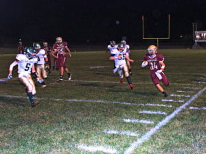 Warriors RB Morgan Mason scampers for 30 yards on a sweep left in Friday night's game against East Hardy.