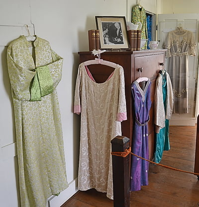 Her wardrobe was also influenced by Chinese fashion. Samples of her clothing are on display in a separate bedroom.